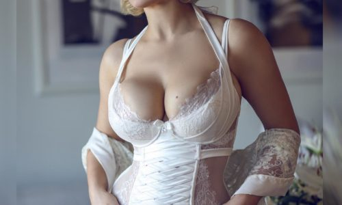 Meet Busty Glamour Model Gia Genevieve