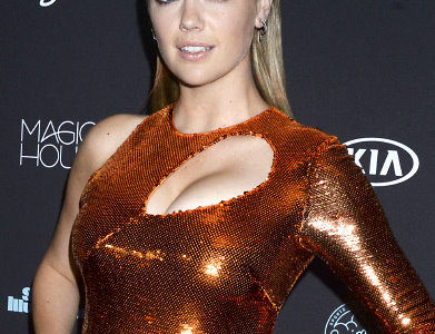 Kate Upton Busts Out Her Ginormous Super Cleavage For The 2018 Sports Illustrated Swimsuit Issue!