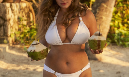 Kelly Brook's Huge T*ts of the Day