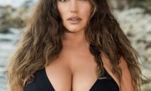 Kelly Brook Recycles for her New 2019 Big T*t Calendar of the Day