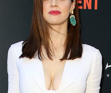 Alexandra Daddario Unleashes Her Ginormous Super Cleavage!