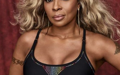 Mary J Blige got Them T*ts Out of the Day