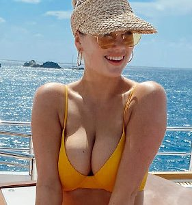 Kate Upton Squeezing Out Her Ginormous Cleavage